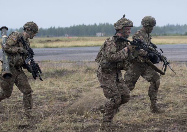 Soldados dos EUA participam das manobras Iron Wolf 2016, Lituânia