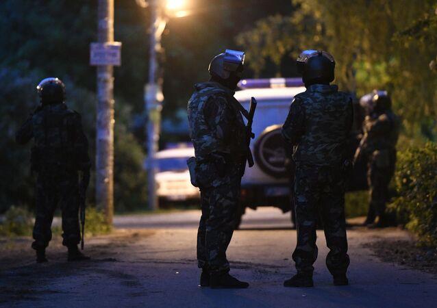 Policiais em Kratovo