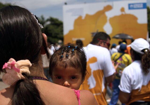 Mãe e criança na região fronteiriça da Venezuela, país sul-americano que enfrenta uma grave crise política e econômica em 2017