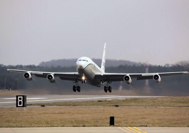 Avião de observação americano OS-135B