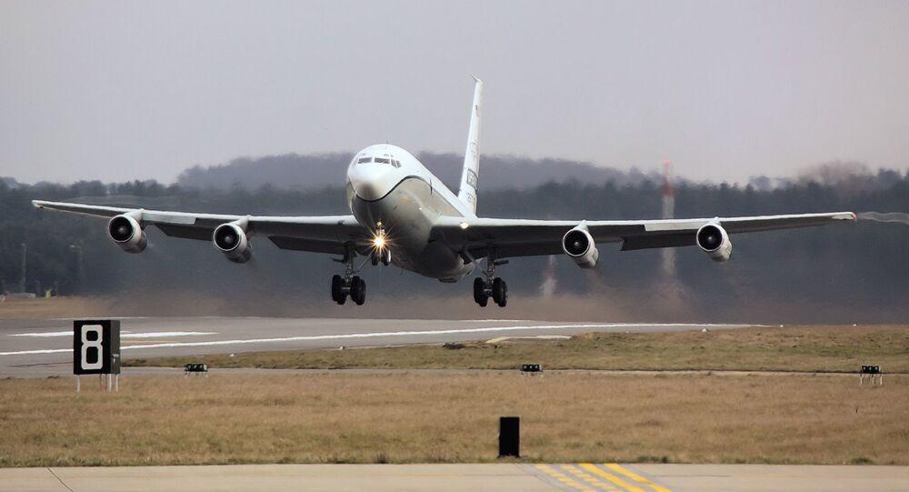 Avião de observação americano OS-135B Open Skies