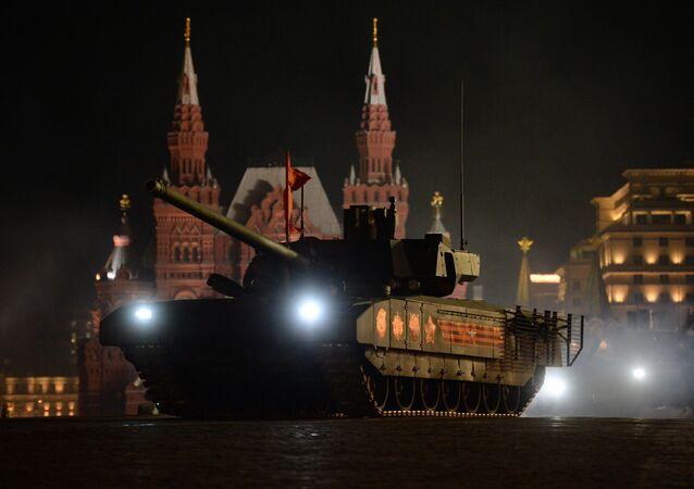 Tanque T-14 Armata na Praça Vermelha (imagem ilustrativa)