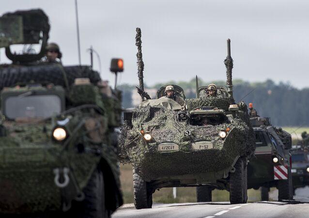 Tanques da OTAN na Letônia, perto da fronteira com a Rússia (arquivo)