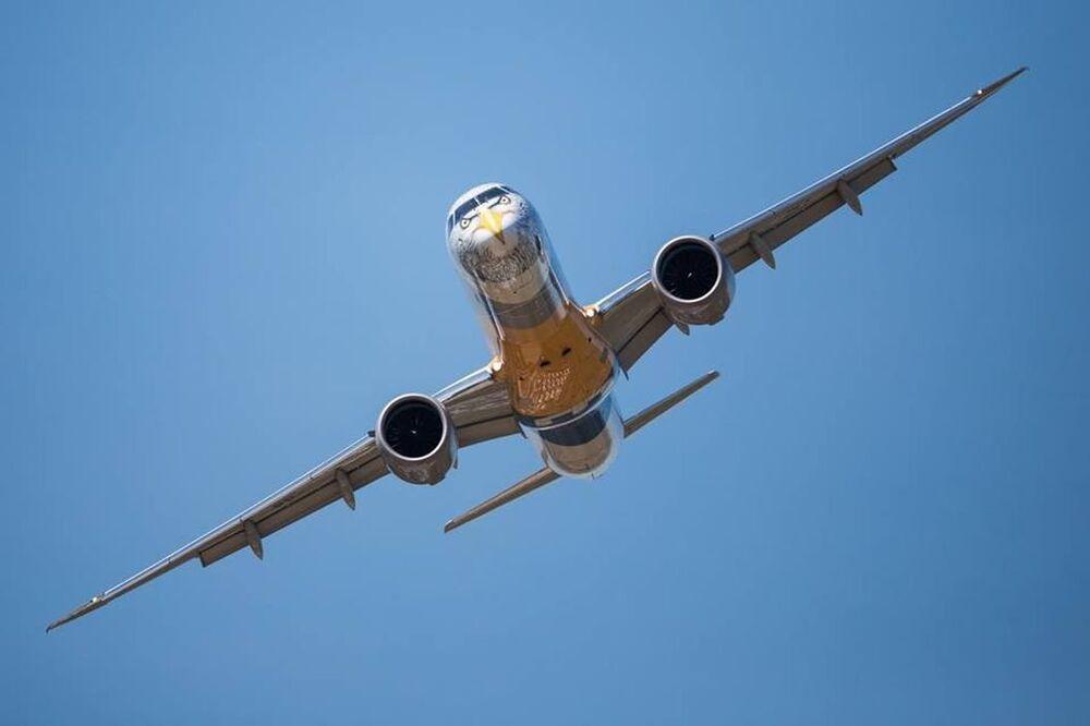 Imagem do modelo E195-E2, da mais nova geração da empresa brasileira de aviação Embraer