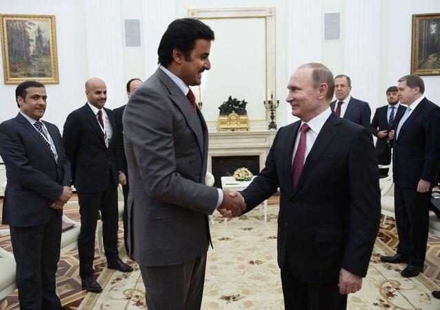 Encontro do presidente russo, Vladimir Putin, com o emir do Qatar, Tamim bin Hamad Al-Thani, no Kremlin, em Moscou