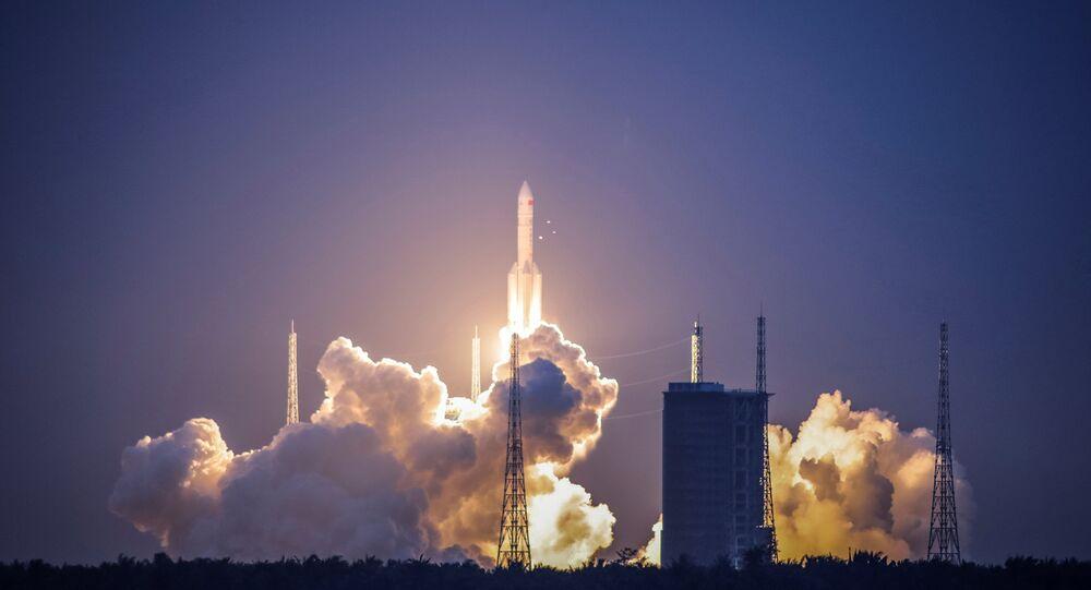 Veículo de lançamento pesado Changzheng 5 (Longa Marcha 5) decolando a partir do Centro de Lançamento Espacial de Wenchang, na província de Hainan (imagem ilustrativa)