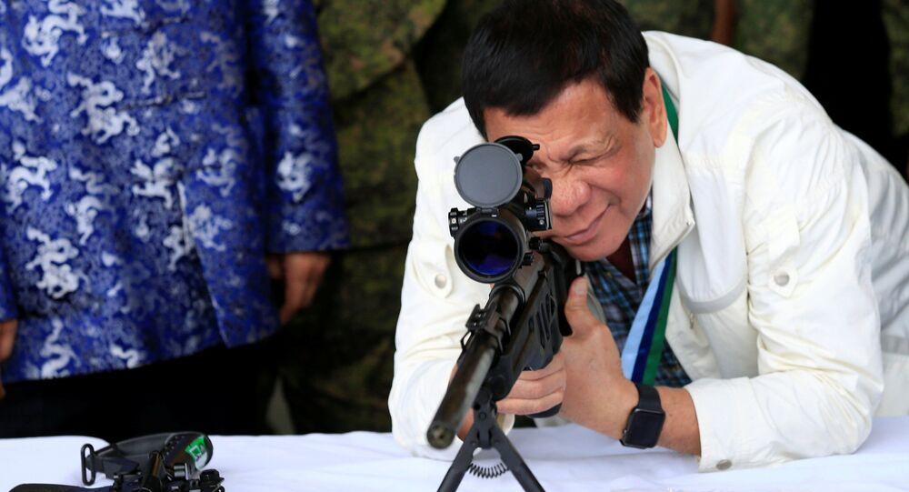 Duterte testa os armamentos