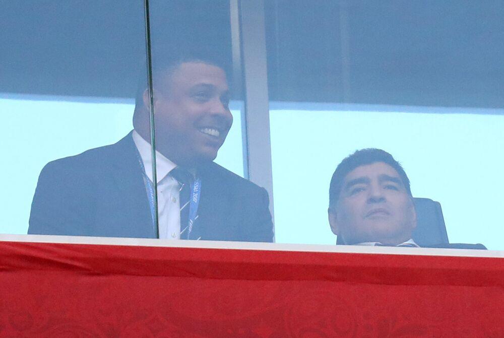 Os ex-jogadores Ronaldo e Diego Maradona