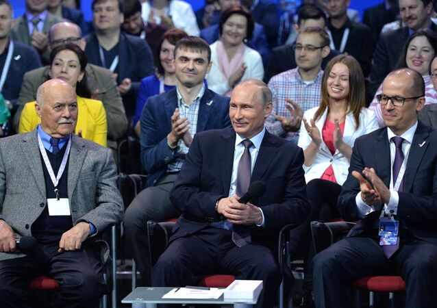 Presidente russo Vladimir Putin no Fórum de Mídia Local e Regional Independente, em São Petersburgo