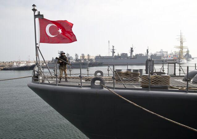 Navio da Marinha turca no mar Negro, foto de arquivo