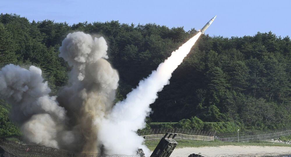 Lançamento de mísseis durante treinamentos conjuntos entre EUA e Coreia do Sul (foto de arquivo)