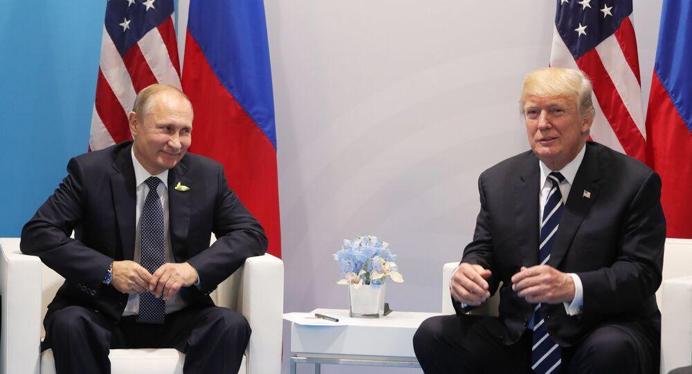 Presidente russo, Vladimir Putin, e presidente norte-americano, Donald Trump, durante a cúpula do G20 em Hamburgo
