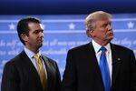 Donald Trump Jr. ao lado do pai, o presidente dos Estados Unidos Donald Trump