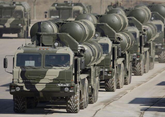 Os sistemas de mísseis S-400