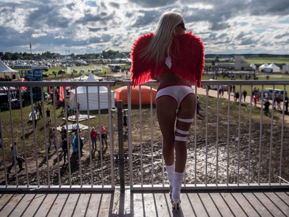 Menina no Festival de Música Alfa Future People, na região de Nizhny Novgorod, Rússia