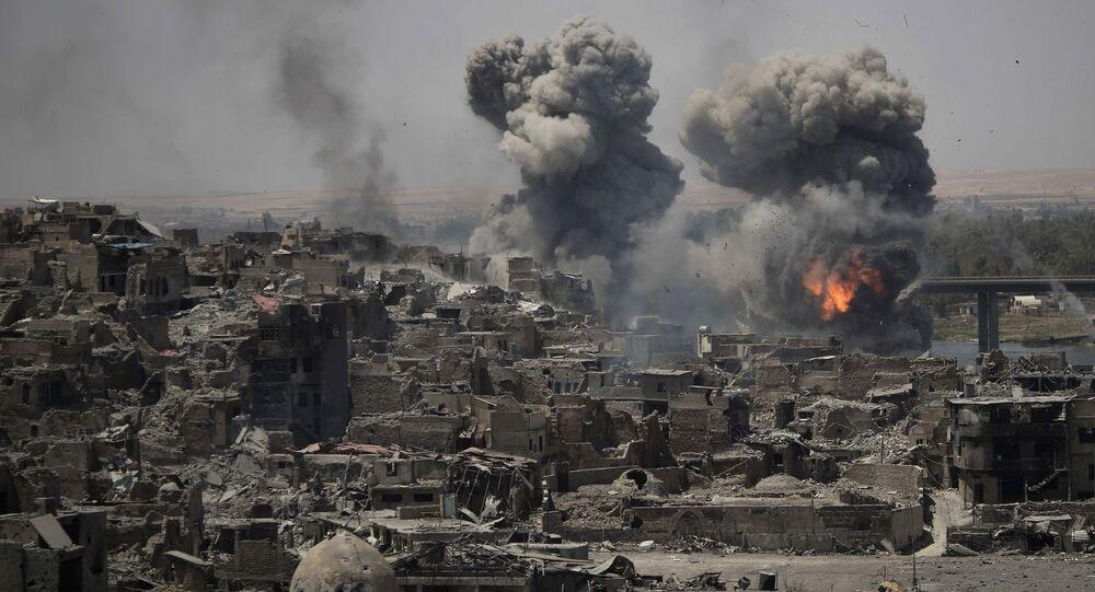 Ataque aéreo contra terroristas em Mossul, Iraque (arquivo)