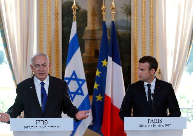 Emmanuel Macron e Benjamin Netanyahu em coletiva de imprensa