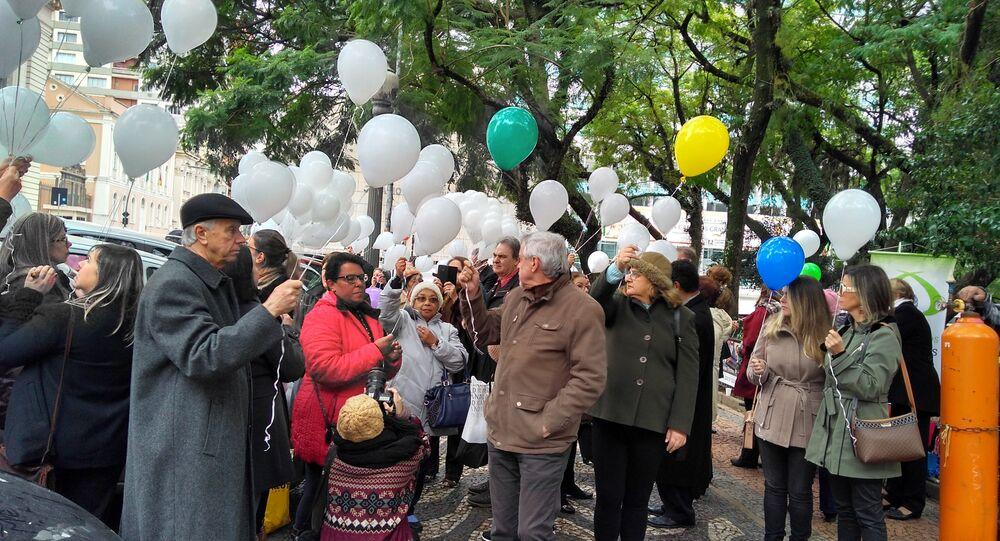Homenagem do movimento Tricô dos Precatórios, em Porto Alegre, às vítimas do voo 3054 da TAM