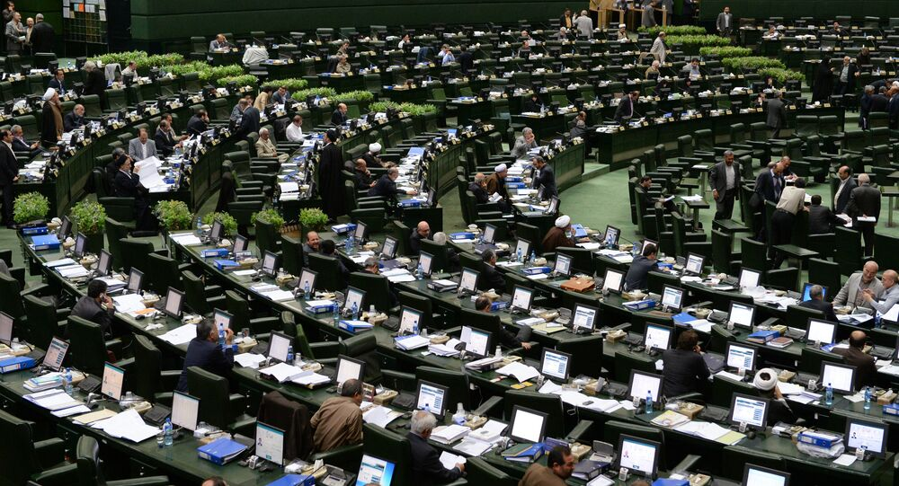 Interior do prédio do parlamento em Teerã