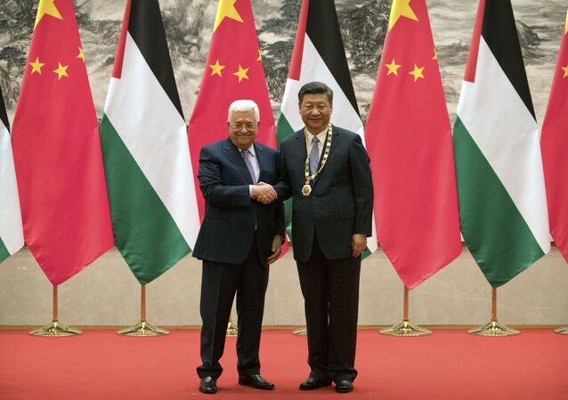 Mahmoud Abbas, presidente da Autoridade Nacional Palestina, se encontra com o presidente chinês, Xi Jinping, em Pequim
