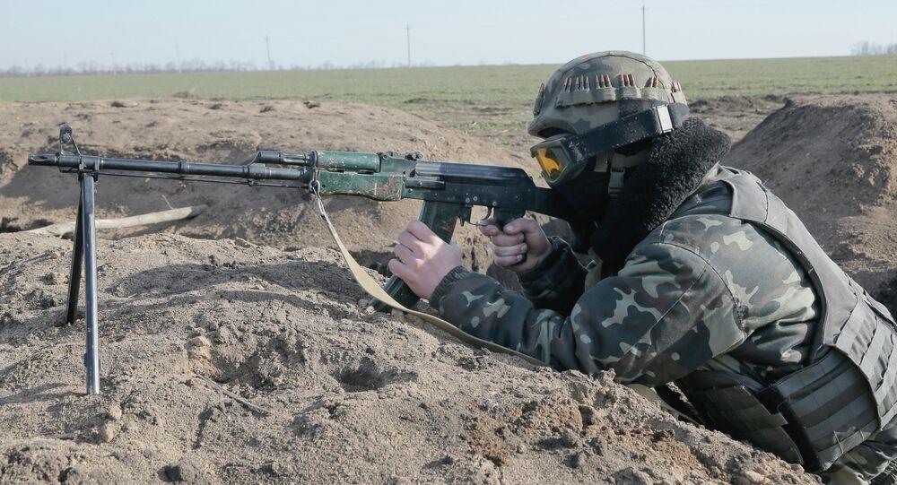 Atirador ucraniano marca posição próximo à região de Donetsk, na Ucrânia
