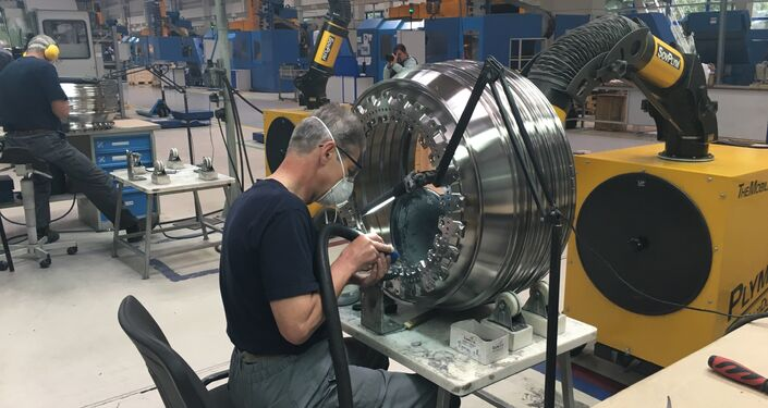 O processo de produção de motores na cidade russa de Rybinsk, na região de Yaroslavl