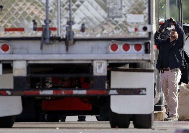 Caminhão foi encontrado com mais de 30 pessoas em seu interior no Texas (EUA), em um caso suspeito de tráfico humano
