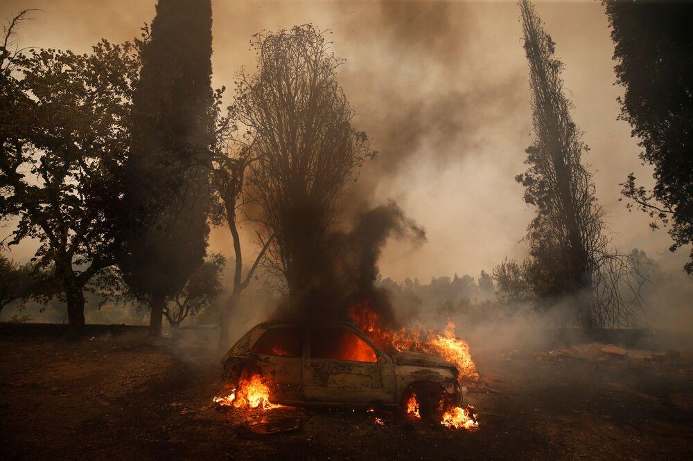 Incêndio na vila portuguesa de Carvoeiro