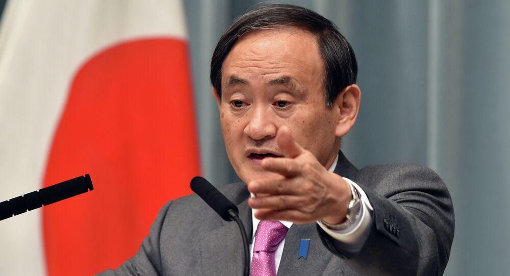Yoshihide Suga, secretário de gabinete do Japão, durante coletiva de imprensa