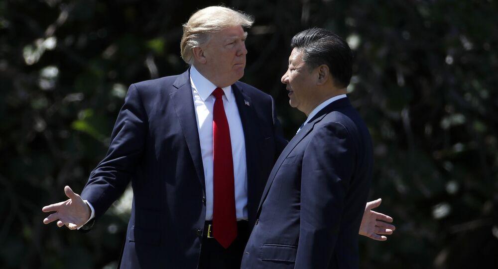 Presidente Donald Trump e seu homólogo chinês Xi Jinping durante um encontro (foto de arquivo)