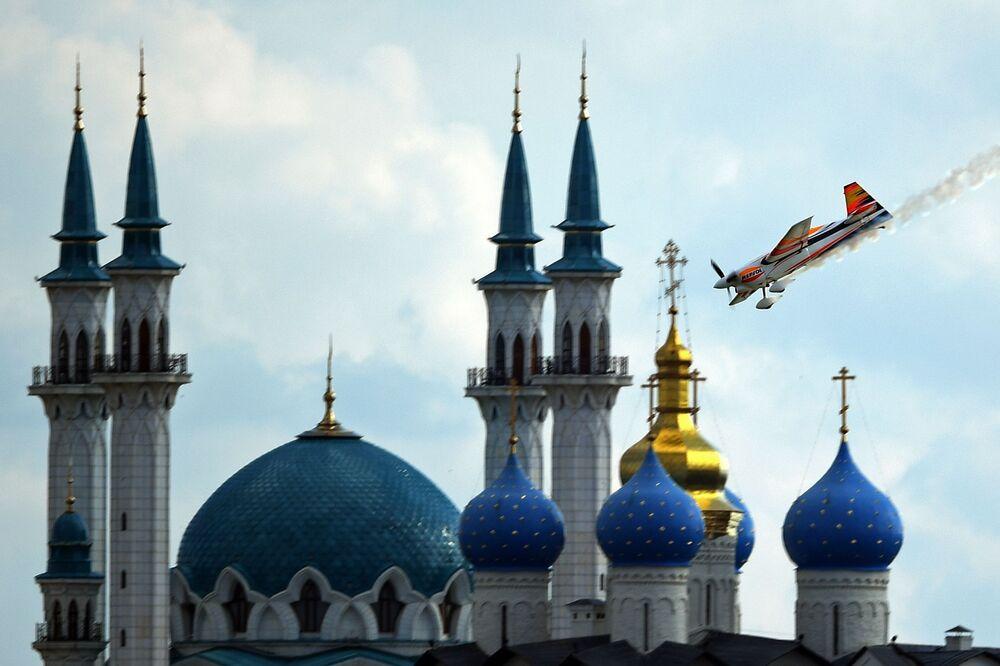 O piloto espanhol Juan Vilarde durante o campeonato mundial Red Bull Air Race, na cidade russa de Kazan