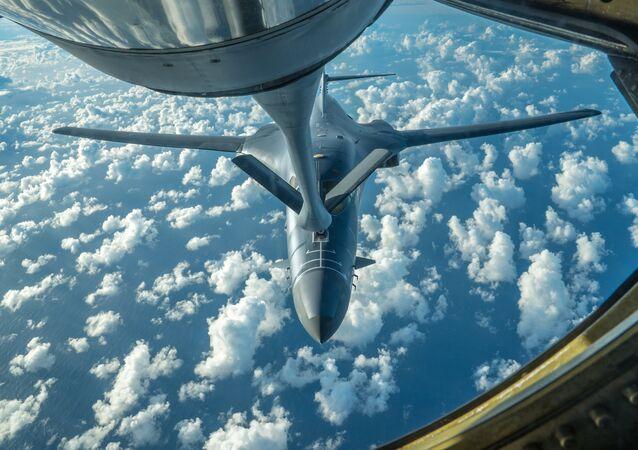 Imagem de um dos bombardeiros B-1B Lancer dos EUA que sobrevoou a Península Coreana