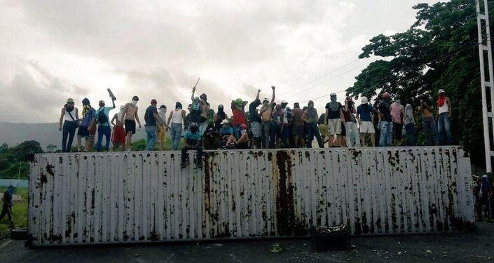 Estradas bloqueadas em San Cristóbal, capital do estado de Táchira na fronteira com a Colômbia