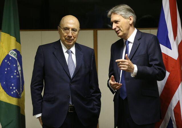 Henrique Meirelles conversa com o colega Philipe Hammond