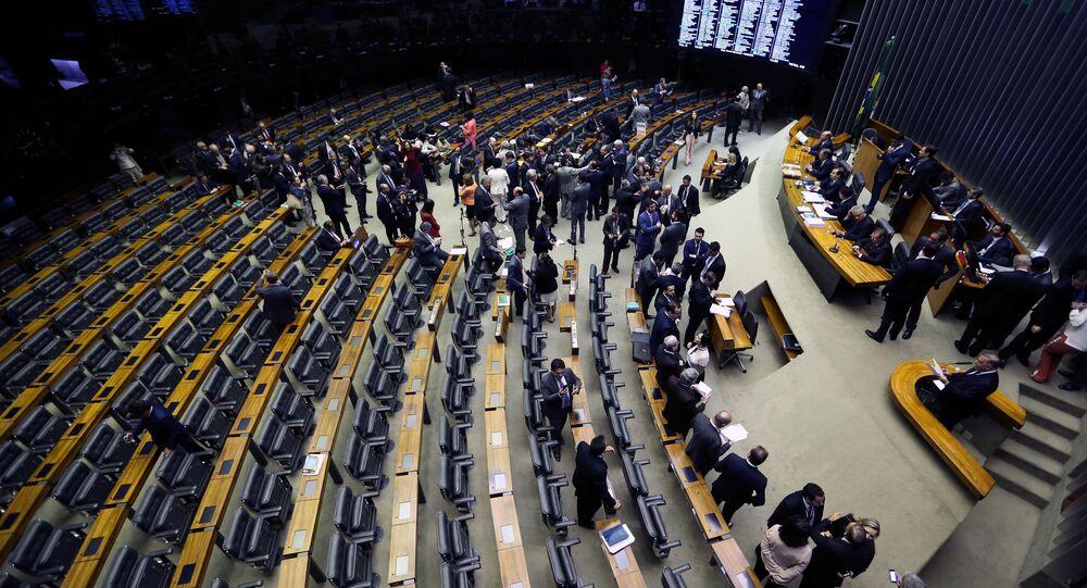 Deputados se preparam para pedir tempo para pronunciamento