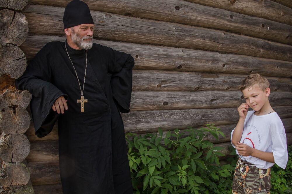 """A foto de Svetlana Tarasova (Rússia) da série """"Fé. Amor. Juventude"""" que ficou em terceiro lugar na categoria """"O Meu Planeta"""""""