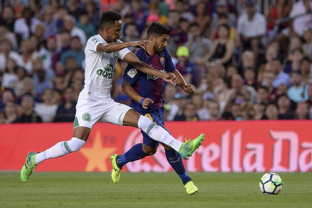 Suárez em partida contra a Chapecoense, no Camp Nou