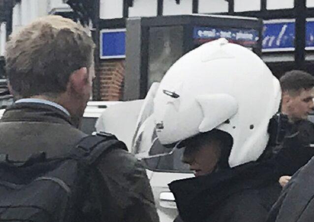 A modelo britânica Chloe Ayling resgatada após o sequestro, 8 de agosto de 2017