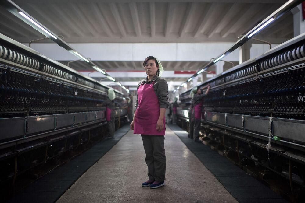 Operária de uma fábrica de laticínios em Pyongyang