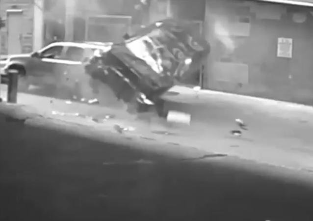 Uma norte-americana caiu do sétimo andar ao tentar estacionar seu automóvel
