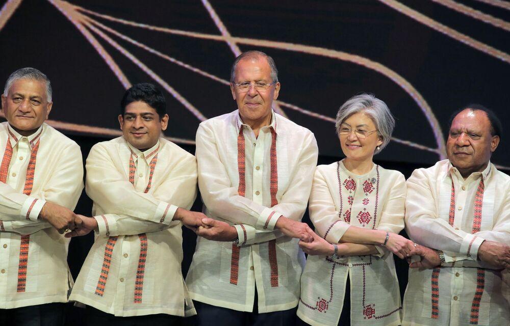 O chanceler russo, Sergei Lavrov, durante a cerimônia de fotografia conjunta com seus homólogos dos países-membros da ASEAN (Associação de Nações do Sudeste Asiático) em Manila, nas Filipinas