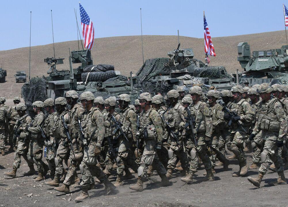 Efetivos americanos desfilam durante a cerimônia oficial de encerramento dos exercícios multinacionais da OTAN Noble Partner 2017, na Geórgia