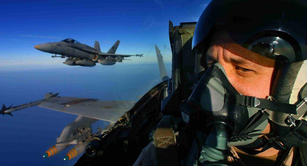Piloto de um avião estadunidense F/A-18 Hornet (foto de arquivo)