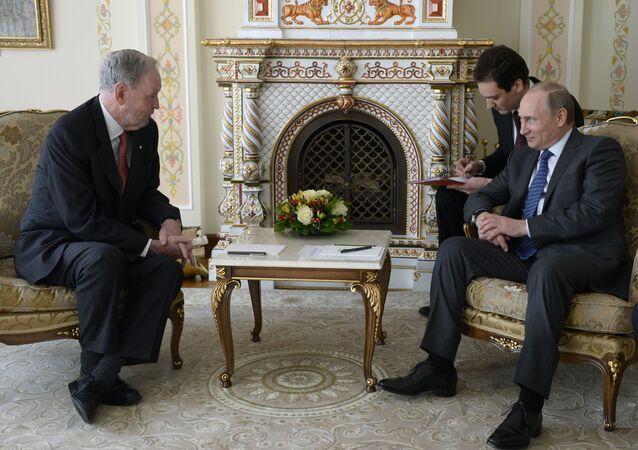 O ex-premiê canadense Jean Chretien se reuniu com o presidente russo Vladimir Putin