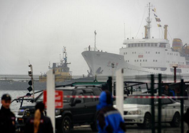 O navio de carga e passageiros norte-coreano Man Gyong Bong que efetua uma ligação regular entre o porto norte-coreano de Rajin e a cidade russa de Vladivostok