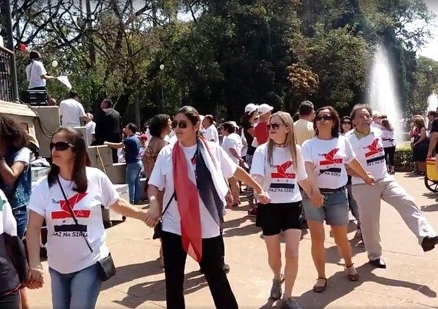 Refugiados sírios fazem ato pela paz em Belo Horizonte