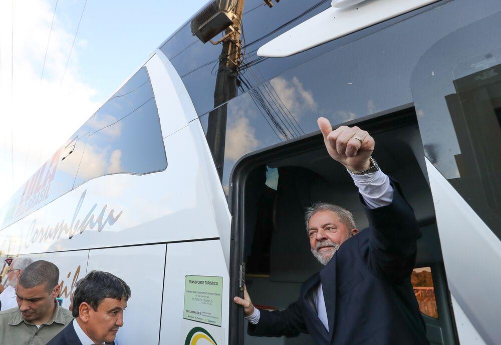 Lula embarca em Salvador
