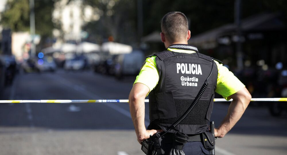 Um agente da polícia da Catalunha guarda o centro de Barcelona, em 18 de agosto de 2017