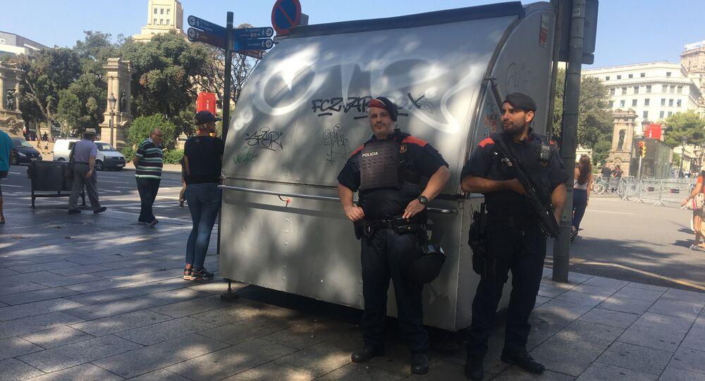 Agentes de polícia do centro de Barcelona, Catalunha, em 18 de agosto de 2017
