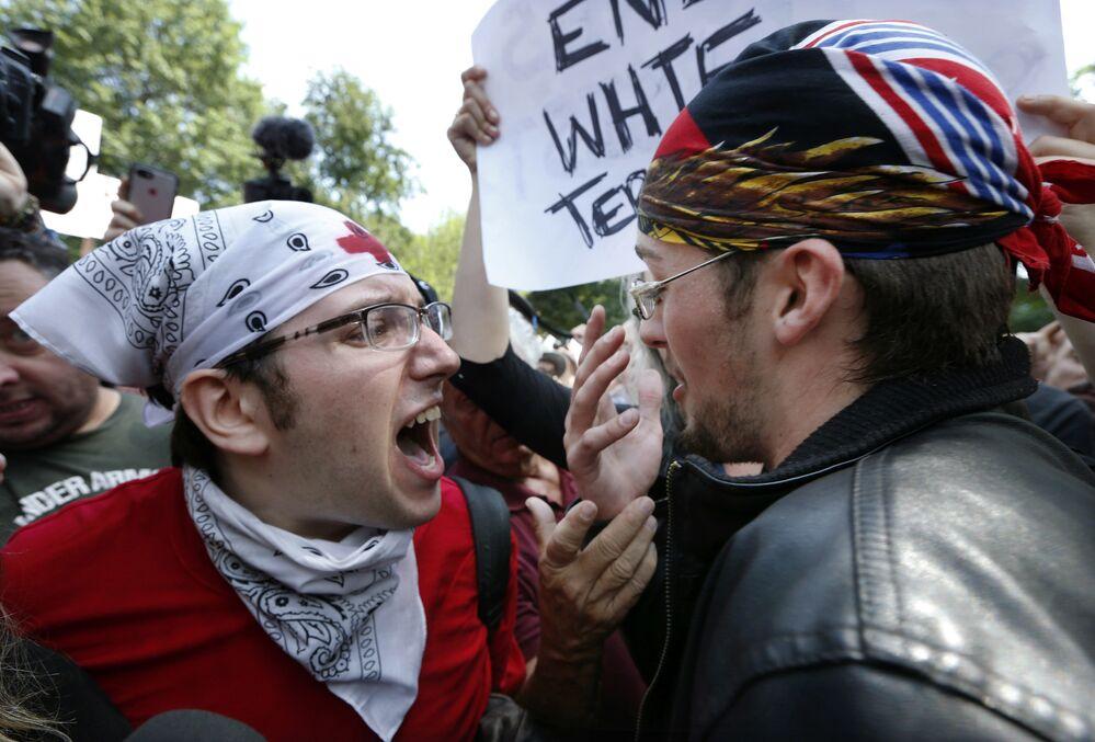 Manifestantes discutem no histórico parque Boston Common
